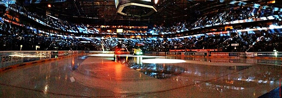 Color-Line-Arena kurz vor dem Start eines Eishockey - Spiels