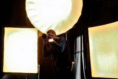 Professionelle Blitzanlage beim Fototermin mit Jan Fedder, Axel Milberg, Nina Petri und Frank Jacobsen