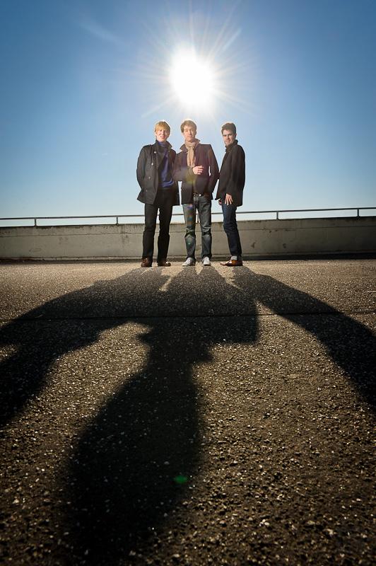 Der Anfang von allem: Trio Adorno bei strahlendem Sonnenschein mit 150m Octabox fotografiert - und der vollen Power vom Hensel Porty mit 1200Ws