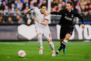 Daniel Ginczek und Tanju Öztürk bei einem Zweikampf beim Fussballspiel in der zweiten Bundesliga