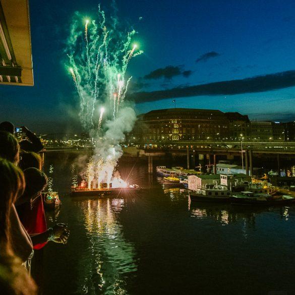 Feuerwerk bei einer Hochzeit in der Hamburger Speicherstadt