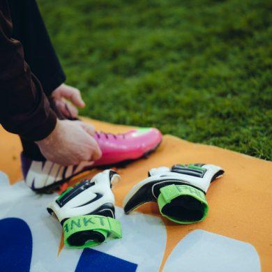 Schuhe und Handschuhe von Benedikt Pliquett