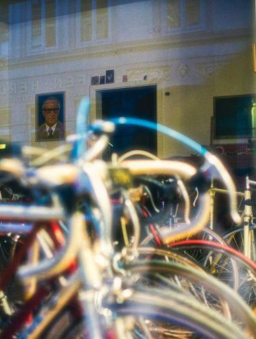 Erich Honecker in einem Laden in Hamburg