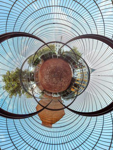 Bild von einem Bolzplatz als stereographische Darstellung