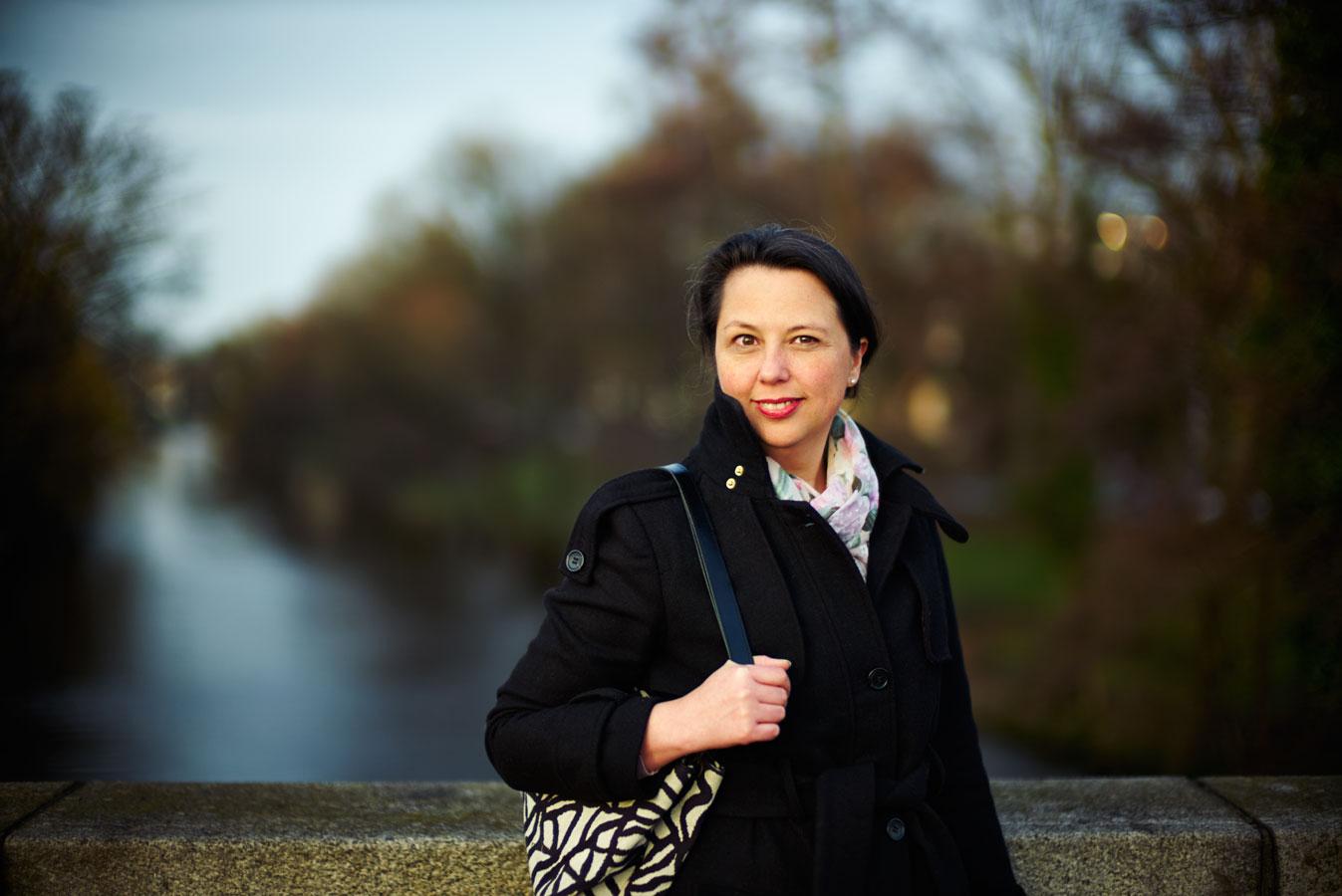 Sandra auf der Brücke über den Rondeelkanal