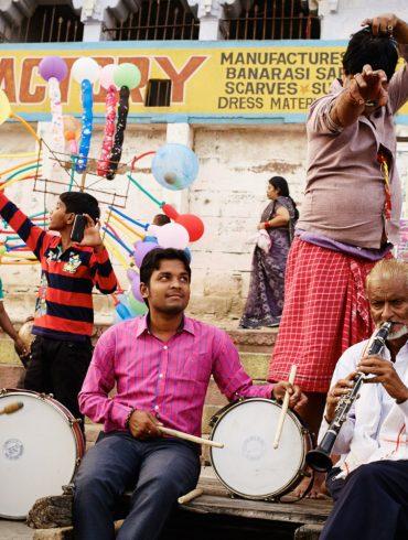 Strassenmusiker beim Chhath Puja
