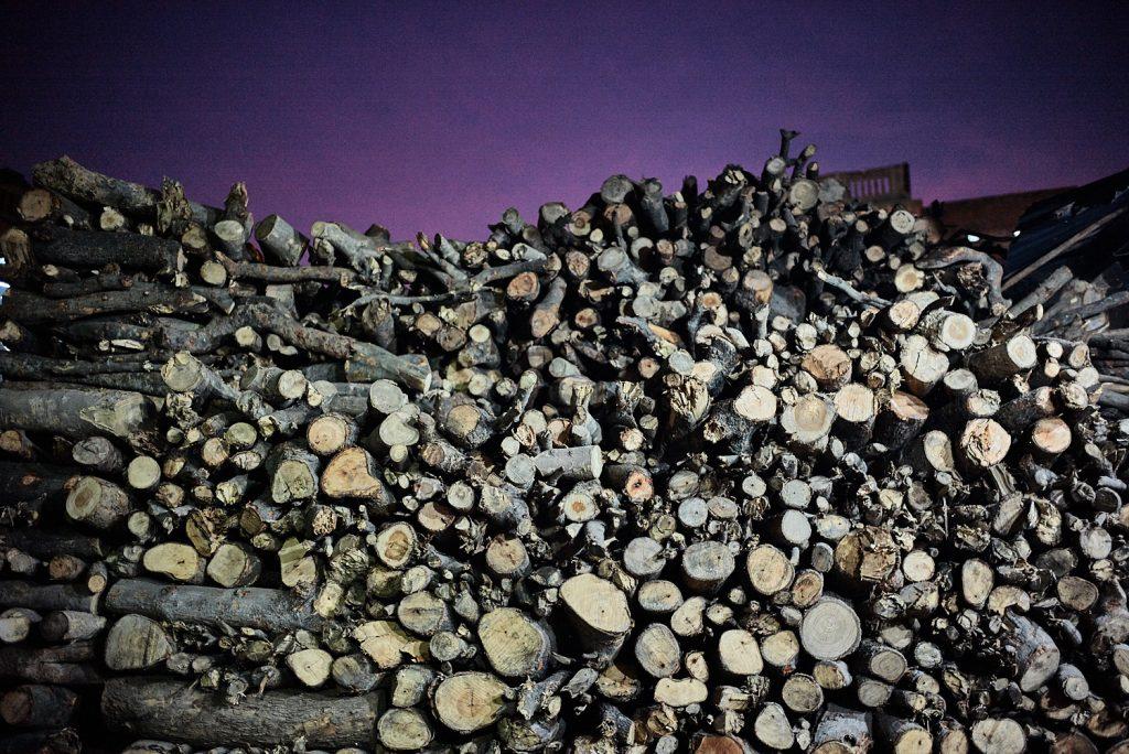 Holzscheite zum Verbrennen der Leichen