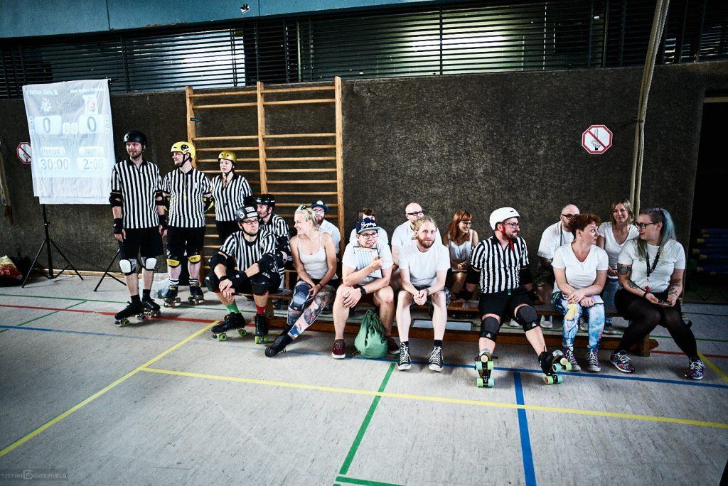 Schiedsrichter und non-skating officials