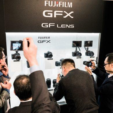 Alle wollten einen Blick auf die neue Fuji Mittelformat erhaschen