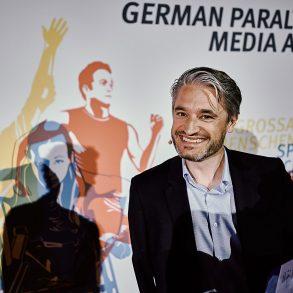 Jury-Vorsitzender Gerd Schönfelder übergibt mir die Urkunde