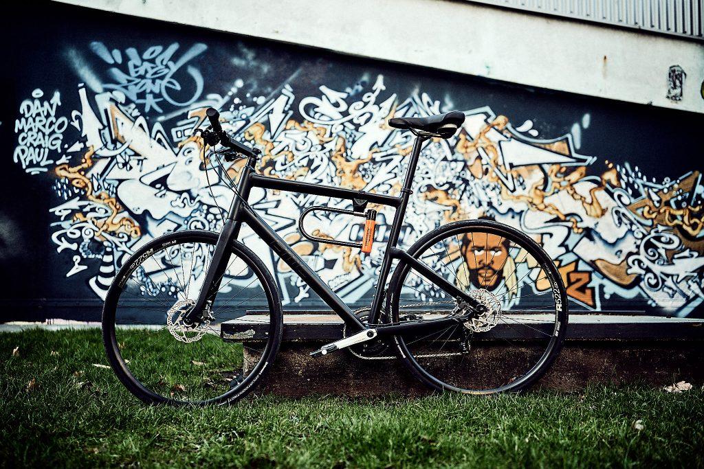 Fahrrad vor Graffiti
