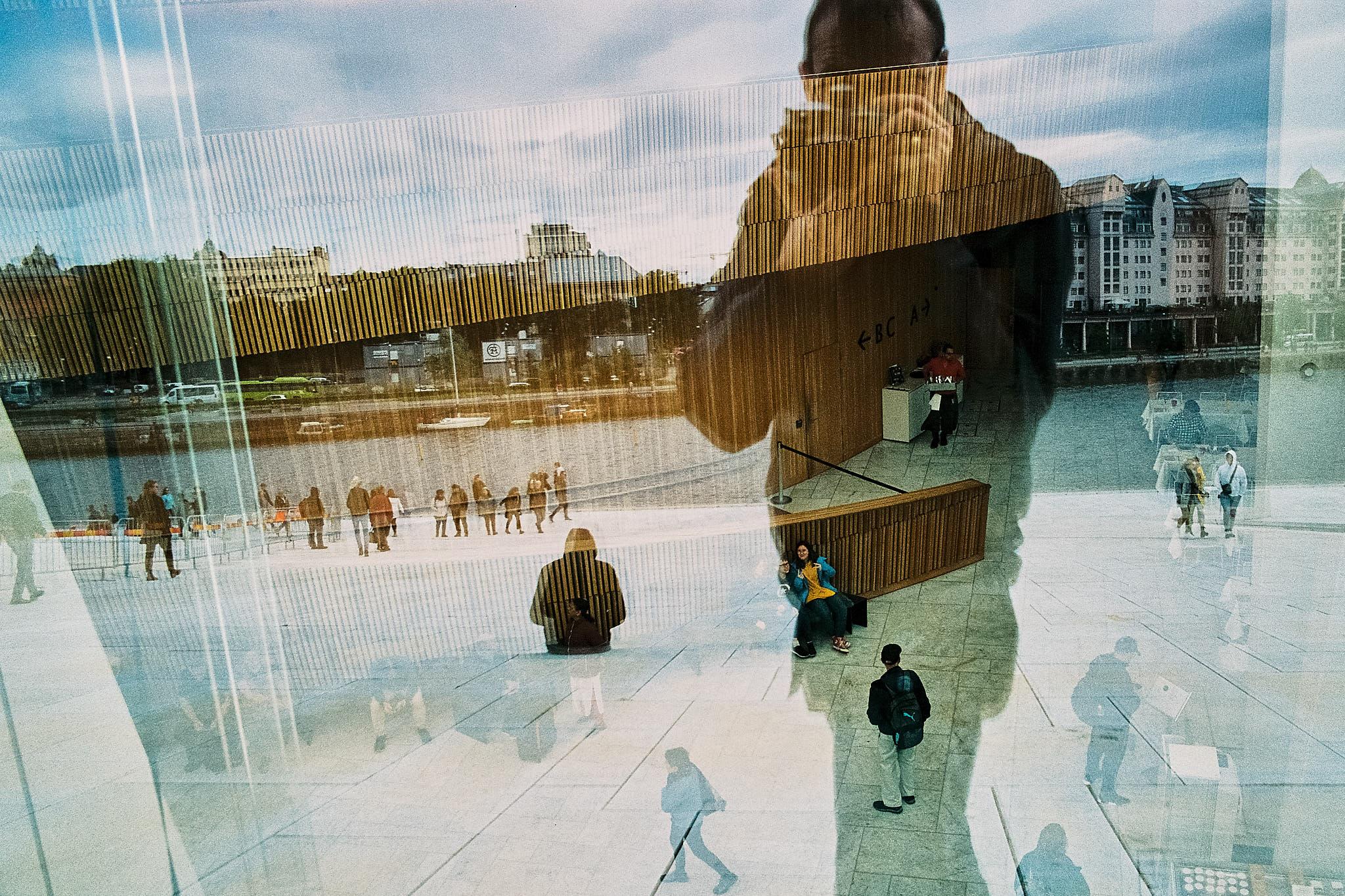 Spiegelung an der Oper in Oslo