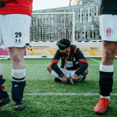 Serdal Celebi vom Blindenfussball FC St. Pauli nach der Niederlage